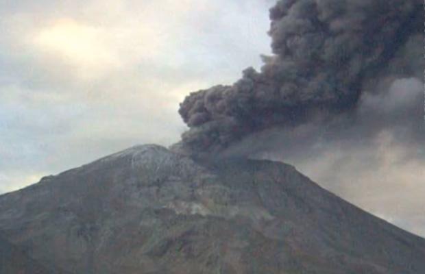 Explosión lanzó cenizas hasta 3 mil metros de altura del Volcán Ubinas