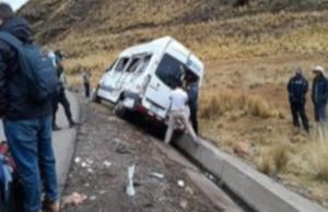Imprudencia de conductor que evadió pago de peaje ocasionó desvío de minivan