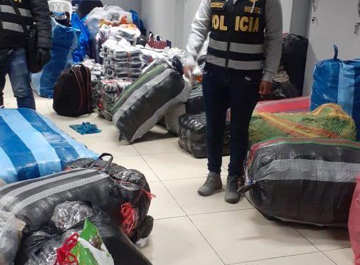 Aduana de Puno intervino dos combis con contrabando