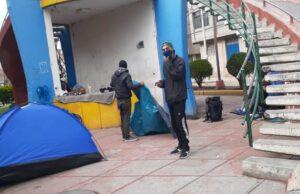 Venezolanos pernoctan en áreas verdes