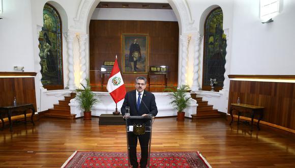 Renunció Manuel Merino sin respaldo de su gabinete