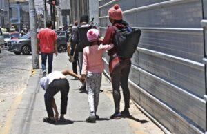 Arequipa: Niños piden limosna en el Centro Histórico