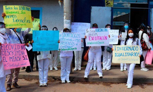Estudiantes exigen igualdad ante Diresa Puno