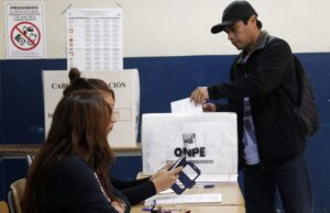 Horario de votación para peruanos en el exterior