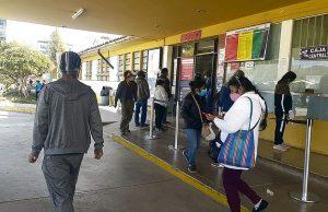 Pacientes no COVID-19 abarrotan Hospital de Cusco